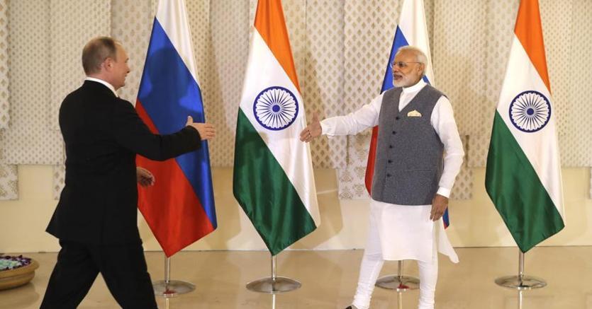 Il premier indiano Narendra Modi riceve il presidente russo Vladimir Putin a Benaulim (Goa)
